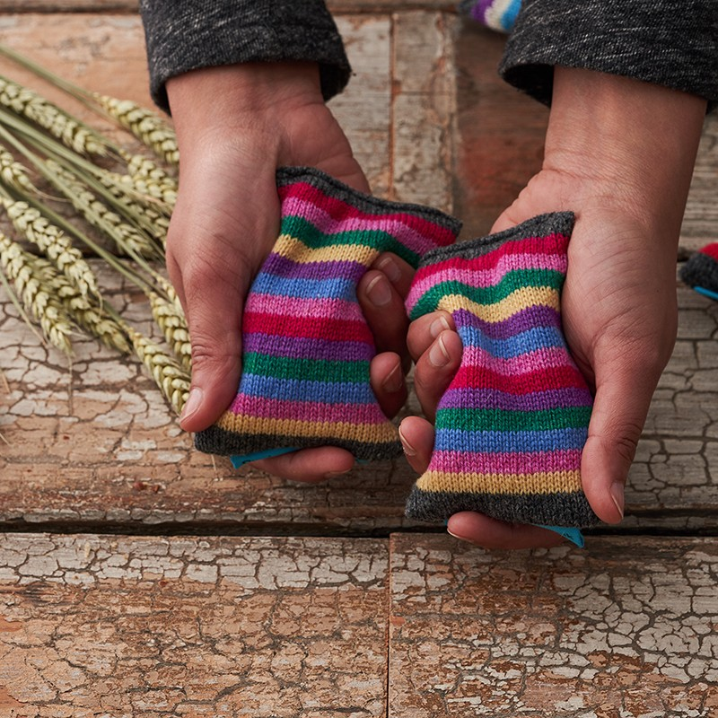 Handwarmers-in-hands-small-for-FBWL