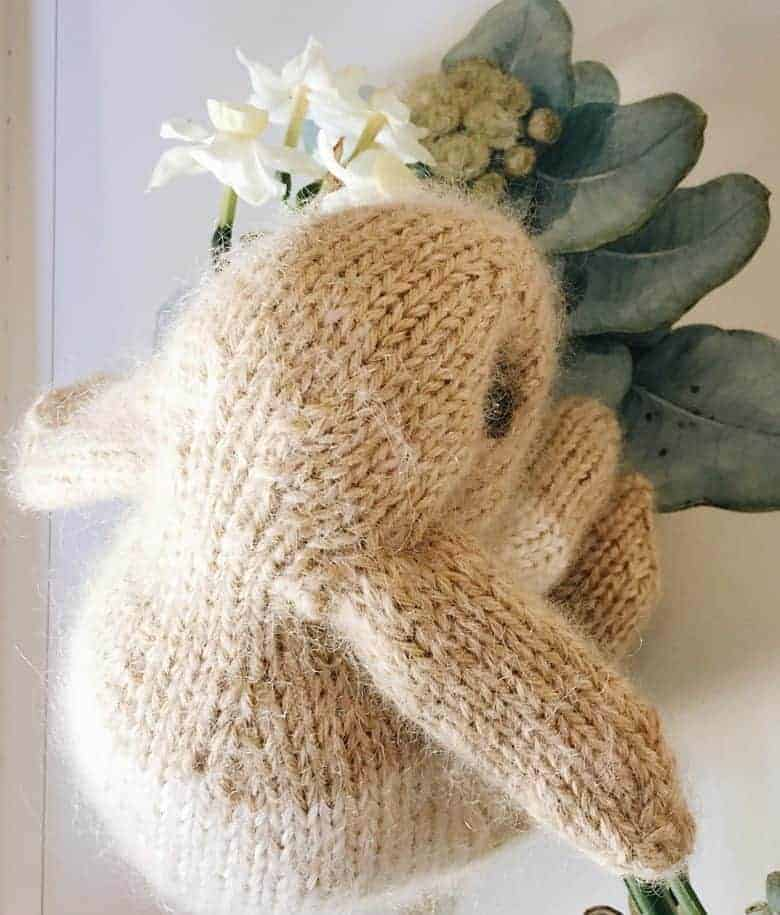 How to knit an easter bunny. Click through for easy step by step tutorial and free knitting patter to make a knitted easter bunny rabbit. Click through to get tips and all the info you need to make your own #easterbunny #knittingpattern #knittingideas #easter #bunnyrabbits #tutorial #freeknittingpattern #frombritainwithlove