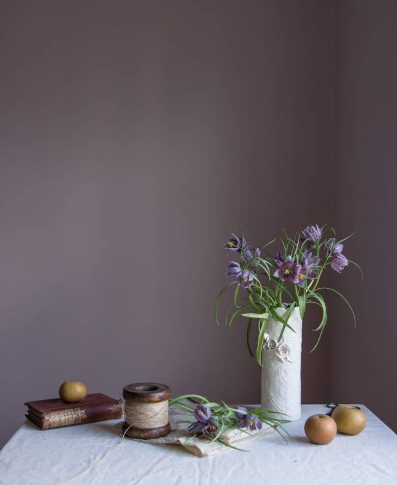 winter spring easter purple fritillaria flower arrangement by emma harris of a quiet style flower workshops and instagram ecourses share her tips for finding seasonal inspiration and creativity. Click through to find out more and get some ideas for slow, seasonal living you'll love #instagram #ecourses #slowliving #seasonal #photography #flowerarrangements #frombritainwithove #aquietstyle #springflowers #flowerarrangementideas #fritillaria