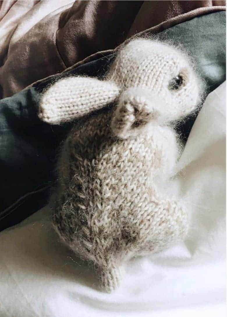How to knit a bunny rabbit. Click through for easy step by step tutorial and free knitting pattern to make a knitted bunny rabbit. Click through to get tips and all the info you need to make your own #easterbunny #knittingpattern #knittingideas #easter #bunnyrabbits #tutorial #freeknittingpattern #frombritainwithlove
