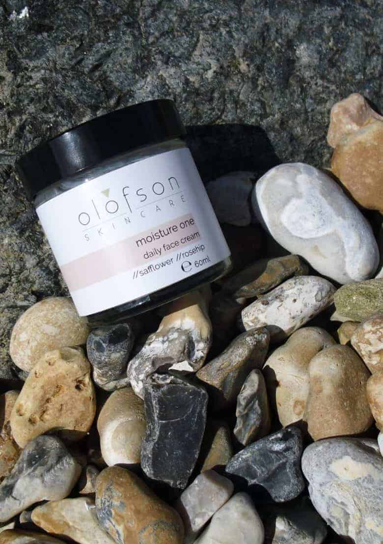 olofson ethical natural skincare made in england - moisture one face cream with rose geranium essential oil. #ethicalbeauty #ethicalskincare #naturalbeauty #naturalskincare #frombritainwithlove #hamdmade #aromatherapy