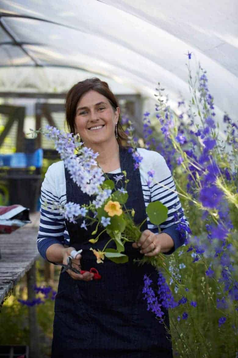 meet Tammy Hall, founder of Wild Bunch flowers - sustainable homegrown british flower farm cutting garden and flower workshops near the welsh border in Shropshire. Click through for all the details you need to connect, book a workshop or find inspiration