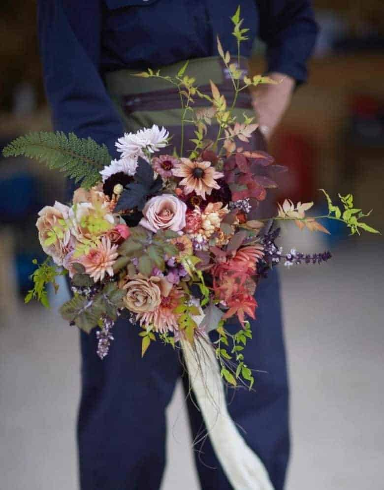 love this autumn flower bouquet by electric daisy flower farm bouquet flowers - sustainably grown in Oxfordshire - seasonal and naturally beautiful