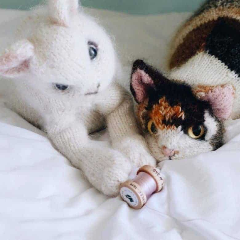 love this white kitten knitting pattern by claire garland - it's her little grey kitten and calico cat knitting pattern and available to buy as a PDF download on Etsy. Discover other adorable cat and knitting patterns by claire too #cat #kitten #knittingpattern