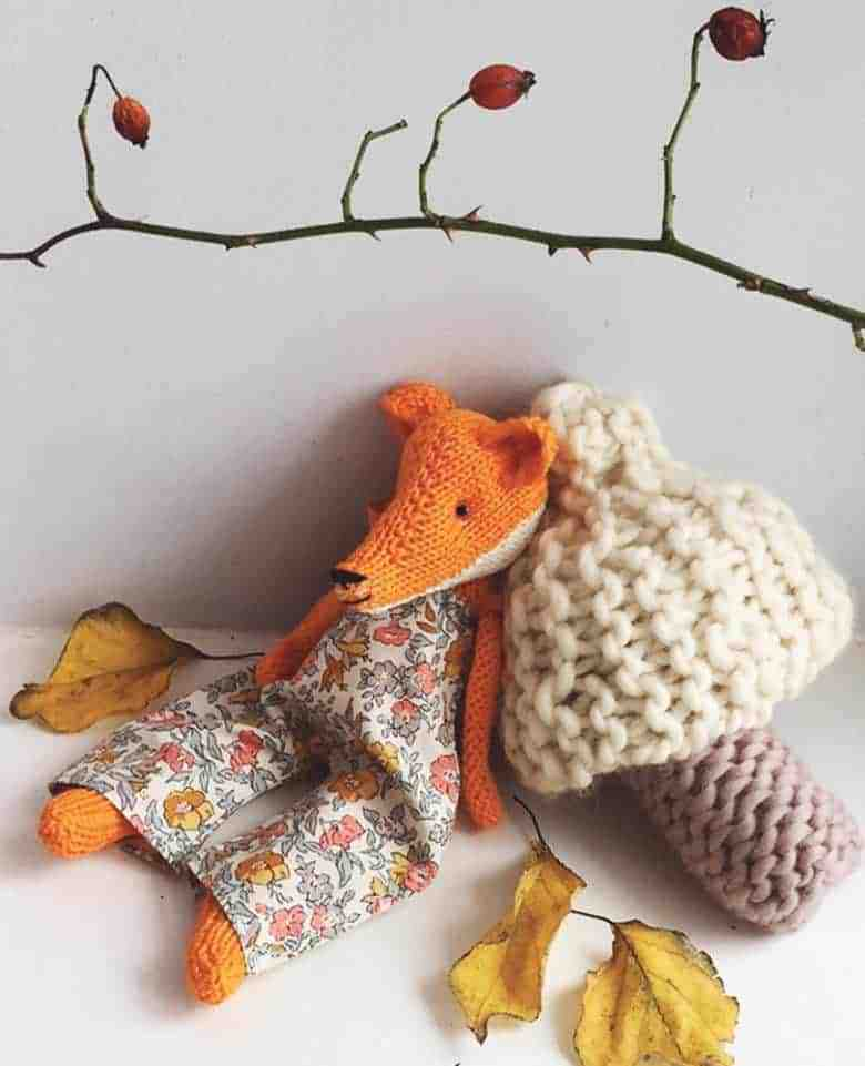 love this free knitting pattern from The Woodland Collection by Claire Garland. Click through to download this pattern for a seasonal knitted fox, pine tree and mushroom as well as to discover other wonderful knitting patterns for autumn you're sure to love #knittingpattern #free #freepattern #knitting #autumn #frombritainwithlove