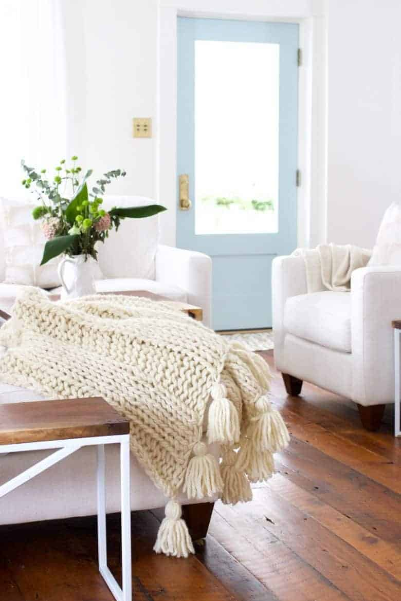love this free knitting pattern for chunky wool blanket with tassels