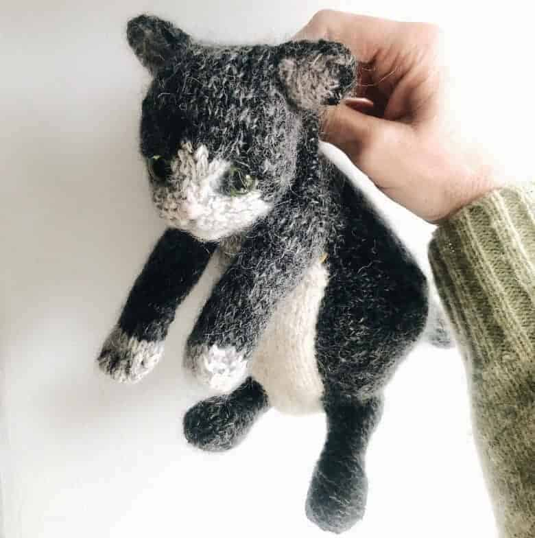 kitten cat knitting pattern by claire garland dot pebbles knits #cat #knitting #pattern #frombritainwithlove