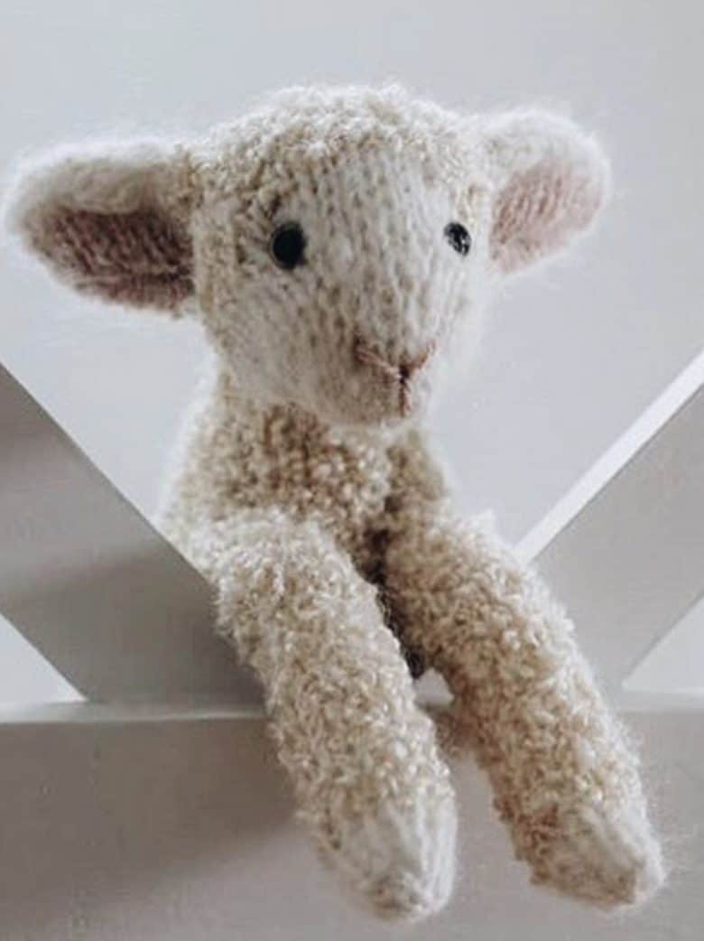 love this lamb free knitting pattern by Claire Garland of Dot Pebbles. Click through for details on how to knit a lamb with expert tips from Claire herself as well as other fantastic free knitting patterns you'll love to make #knittingpatterns #knittingprojects #lamb #dotpebbles #frombritainwithlove #freepatterns
