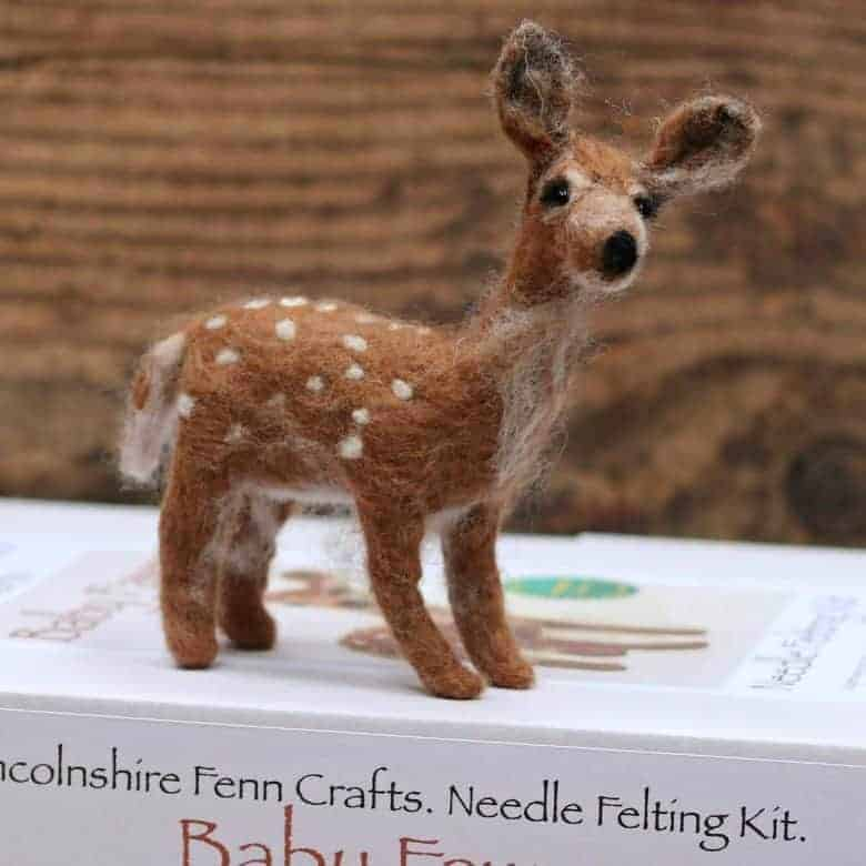 love this needle felt deer kit and online tutorial by Lincolnshire Fenn Crafts. Click through for kits, patterns, free tutorials and workshops to create all sorts of beautiful needle felt creations you're sure to love and enjoy making #needlefelt #hare #frombritainwithlove #handmade #pattern