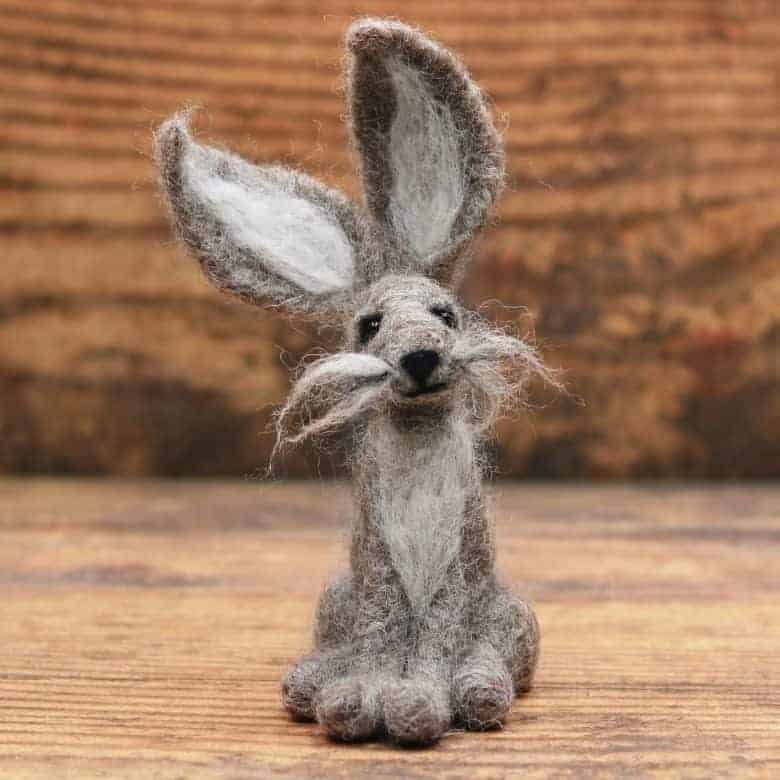 love this needle felt grey hare kit diy tutorial by Lincolnshire Fenn Crafts. Click through for kits, patterns, free tutorials and workshops to create all sorts of beautiful needle felt creations you're sure to love and enjoy making #needlefelt #hare #frombritainwithlove #handmade #pattern
