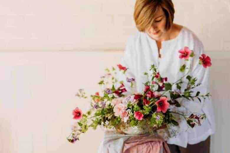 love the flower and growing tips by Sarah Statham of Simply by Arrangement. Click through to find out more