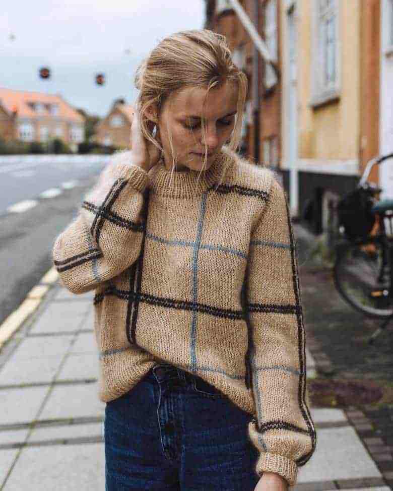 love this checked Scotty sweater knitting pattern by petite knits. click through to find out where to get the pattern as well as to discover lots of other free knitting pattern ideas for autumn #knittingpattern #knitting #pattern #petiteknit #frombritainwithlove #autumn