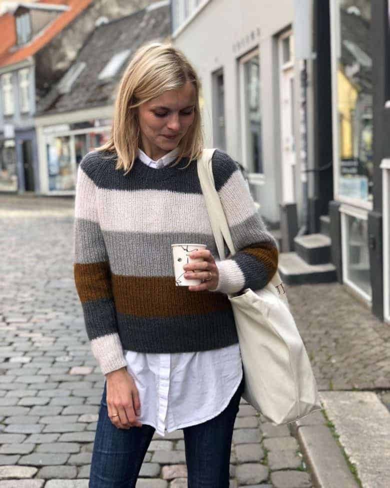 love this broad stripe Sequence sweater knitting pattern by petite knits. click through to find out where to get the pattern as well as to discover lots of other free knitting pattern ideas for autumn #knittingpattern #knitting #pattern #petiteknit #frombritainwithlove #autumn