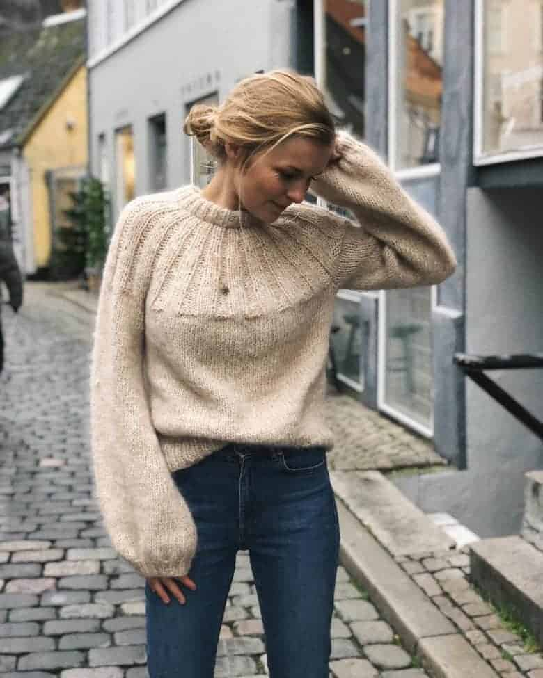 love this sunday sweater knitting pattern by petite knits. click through to find out where to get the pattern as well as to discover lots of other free knitting pattern ideas for autumn #knittingpattern #knitting #pattern #petiteknit #frombritainwithlove #autumn