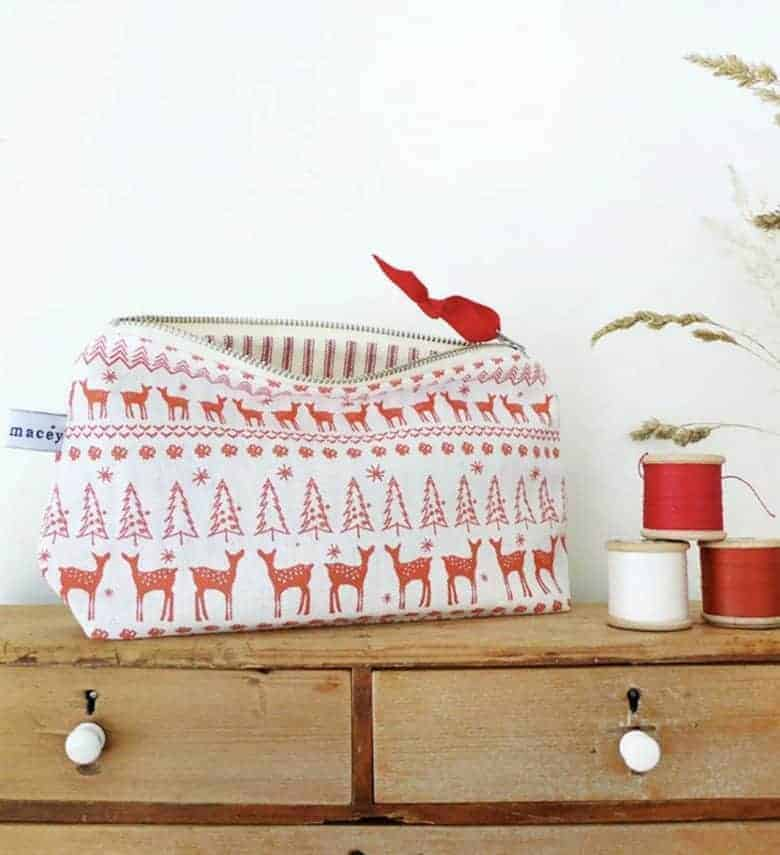 handmade christmas gift ideas for women made in Britain. Click through to discover special ideas like this reindeer fairisle linen make up pouch by Charlotte Macey, as well as linen aprons, hand knits, personalised notebooks, baubles, hand-crafted jewellery, ethical natural beauty and more #handmadegifts #giftsforwomen #frombritainwithlove #madeinbritain #christmas gifts