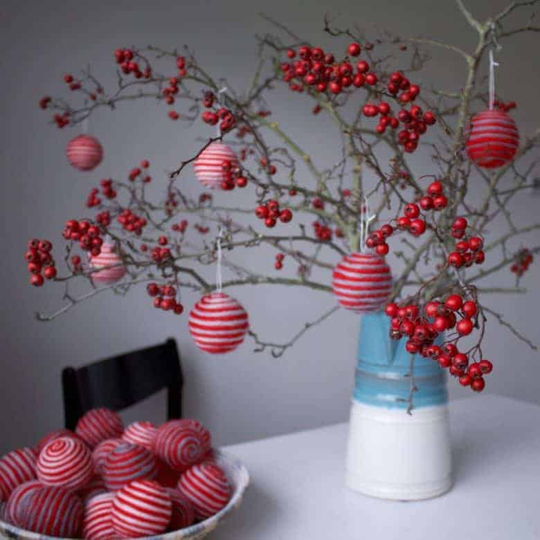 make wool baubles