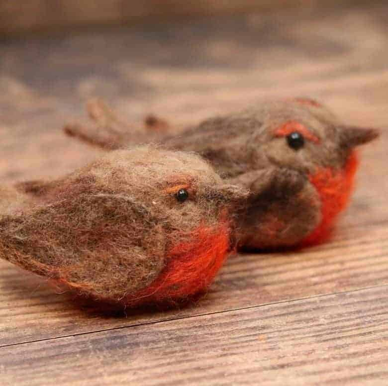 Needle felted Robin tutorial - How to make a needle felted robin Christmas decoration. click through for free PDF tutorial DIY step by steps that tell you all you need to know #christmas #decorations #robins #needlefelt #frombritainwithlove #howtomake