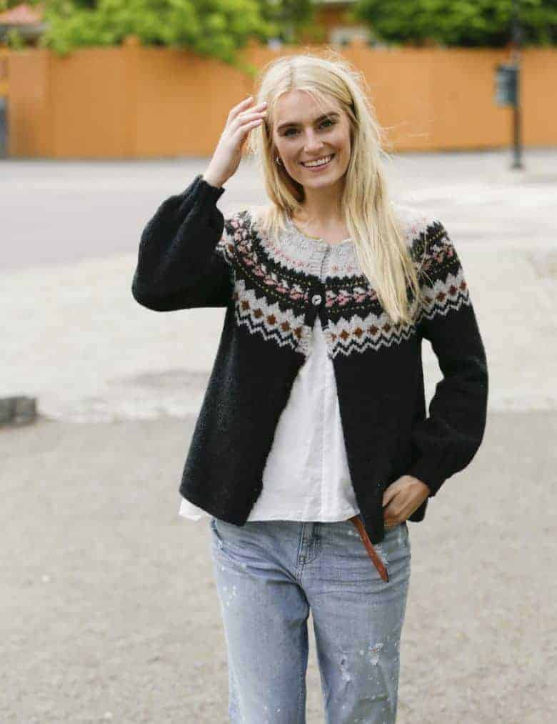 love this free nordic fair isle knitting pattern for a cardigan by Drops designs. Click through to get your free pattern as well as lots of specific video tutorials to help! #fairisle #knittingpattern #free #frombritainwithlove #knitting