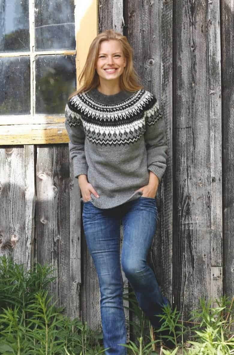 love this free nordic fair isle knitting pattern for a jumper by Drops designs. Click through to get your free pattern as well as lots of specific video tutorials to help! #fairisle #knittingpattern #free #frombritainwithlove #knitting #jumper
