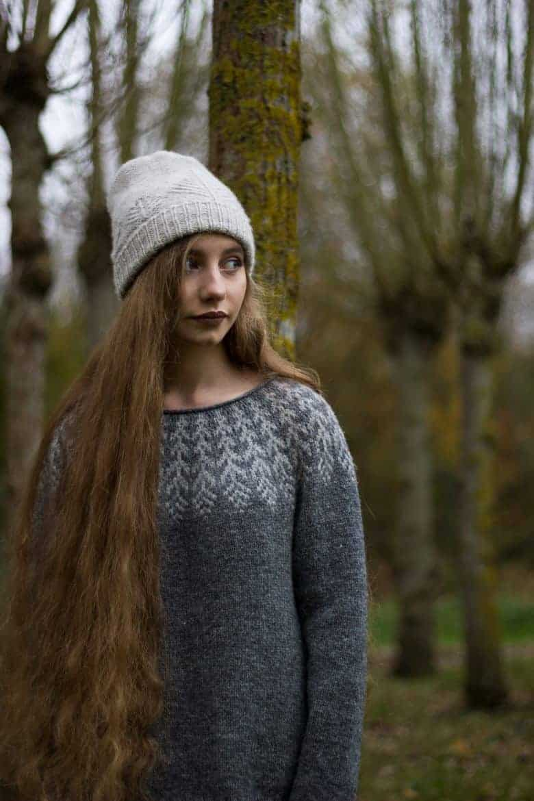 love this free nordic icelandic fair isle knitting pattern for a jumper by Drops designs. Click through to get your free pattern as well as lots of specific video tutorials to help! #fairisle #knittingpattern #free #frombritainwithlove #knitting #jumper
