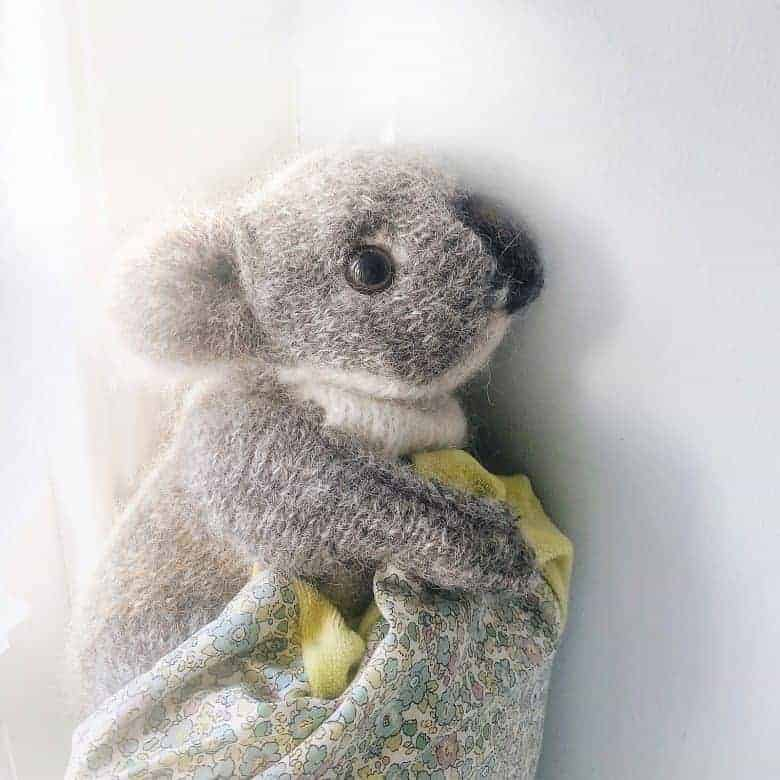How to knit koala bear. Click through for easy step by step tutorial and free knitting pattern to make a knitted cuddly and fluffy koala. Get tips and all the info you need to make your own #koala #knittingpattern #knittingideas #tutorial #freeknittingpattern #frombritainwithlove