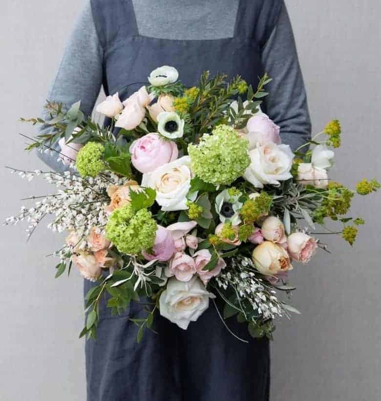 love this mother's day bouquet of sustainably grown scented roses and garden flowers by the real flower company #mothersday #flowers #sustainable #britishflowers