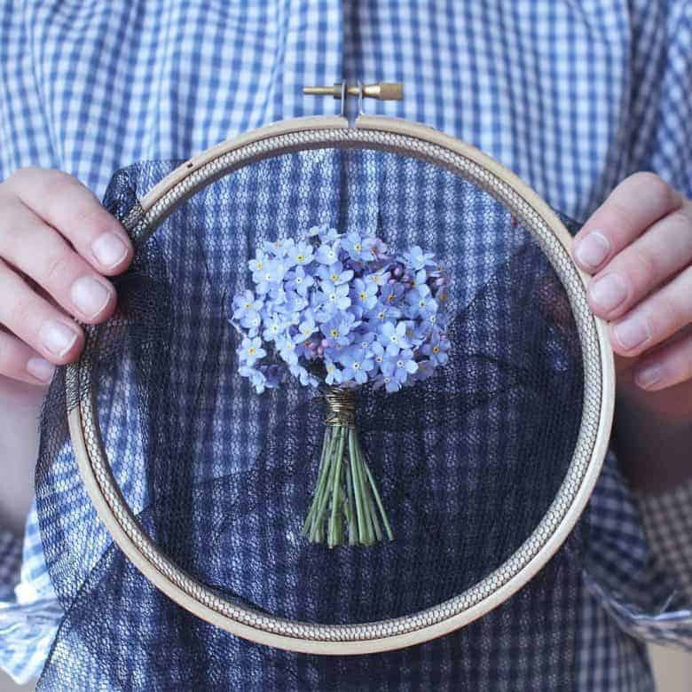 dried flower embroidery hoop art using dried forget me nots by olga prinku step by steps and video tutorials to give you ideas #driedflowers #embroidery #hoop #DIY #frombritainwithlove