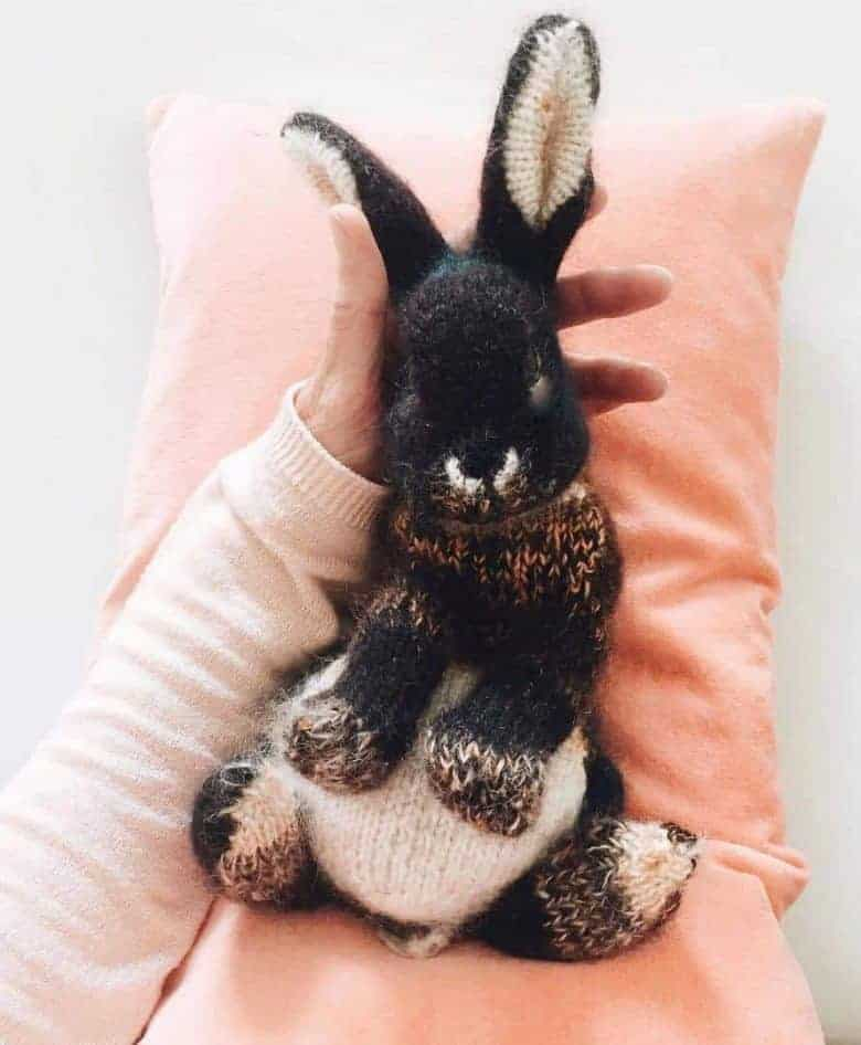 lockdown craft ideas: rabbit knitting pattern and step by step tutorial by dot pebbles knits
