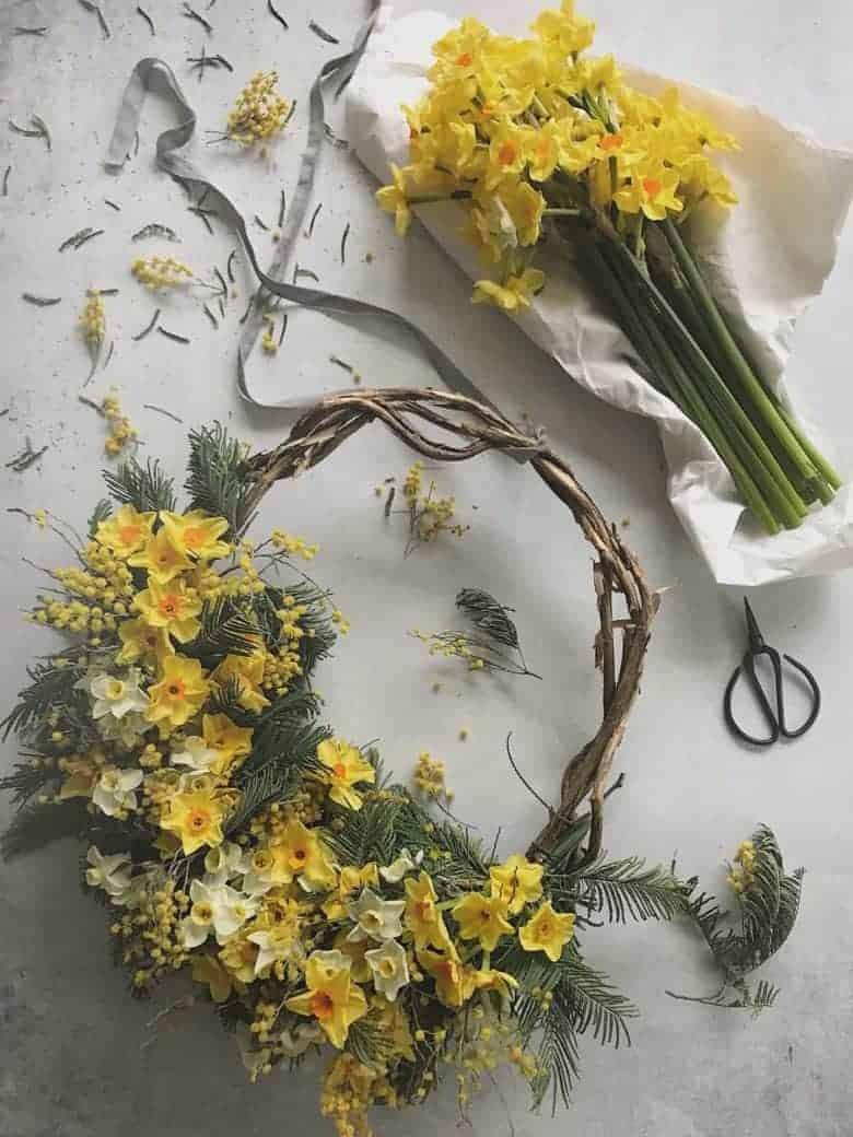 make a spring flower wreath - one beautiful lockdown craft idea by bex partridge of botanical tales #lockdown #craft #spring #flowers