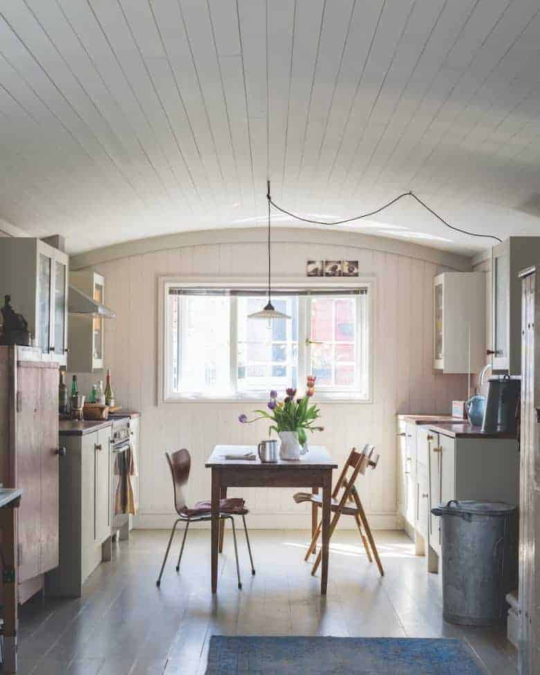 love this rustic white kitchen painted in All White and Cornforth White by Farrow & Ball emulsion and eggshell paint to create a vintage country modern rustic kitchen feel. Just one of the stunning ideas I've shared #farrowandball #kitchen #paint #rustic #cornforth #allwhite #white #modernrustic