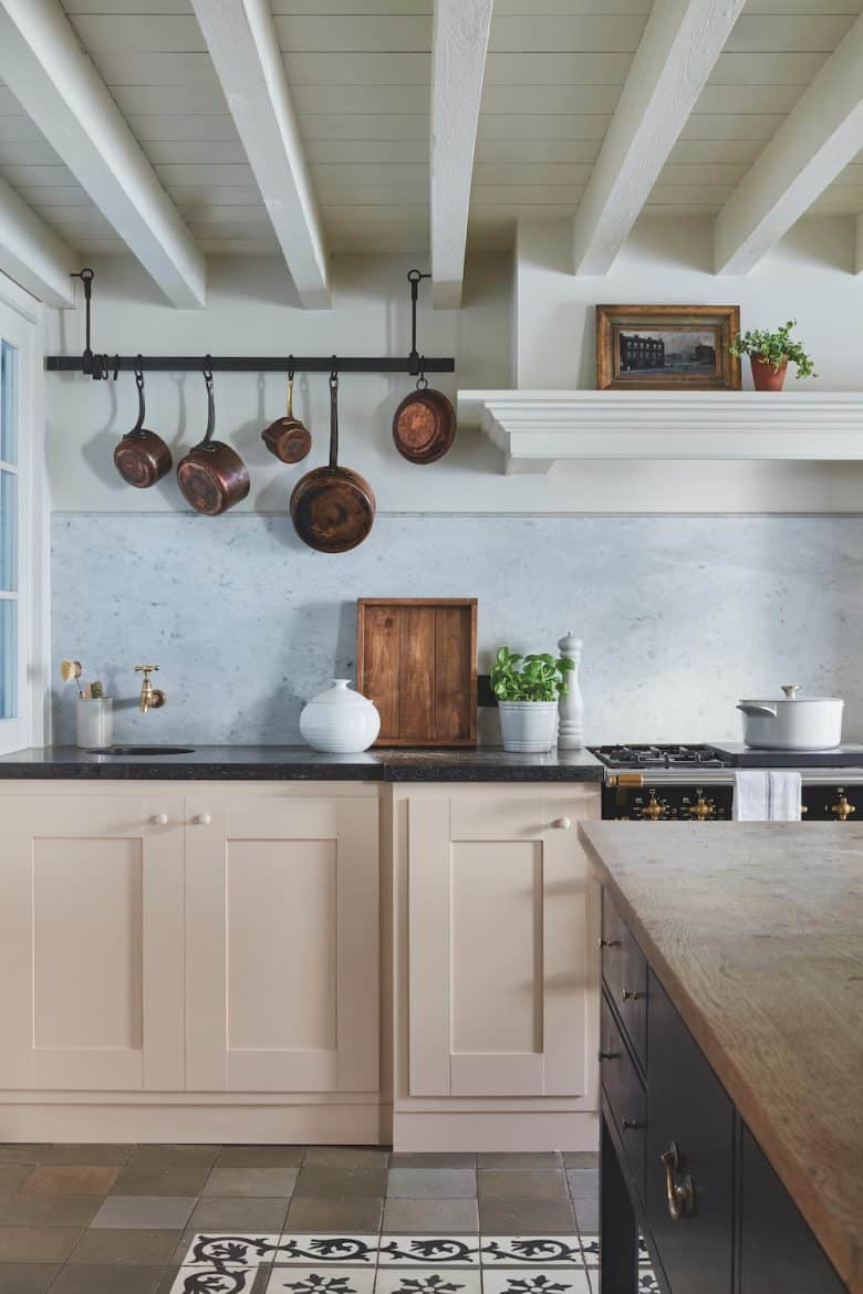 love this pale pink and white kitchen painted in Setting Plaster and School House White paint by Farrow & Ball to create a vintage country modern rustic kitchen feel. Just one of the stunning ideas I've shared #farrowandball #kitchen #rustic #settingplaster #schoolhousewhite #painted #kitchen #modernrustic