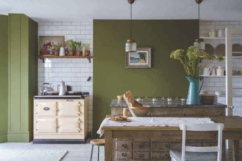 love this rustic dark green and white kitchen painted in Bancha paint by Farrow & Ball to create a vintage country modern rustic kitchen feel. Just one of the stunning ideas I've shared #farrowandball #kitchen #rustic #bancha #green #paint #kitchen #modernrustic