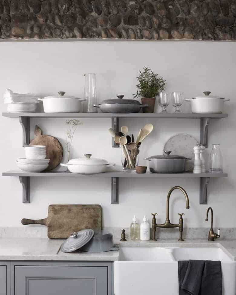 open kitchen shelves painted grey with white cookware, white ceramics and rustic wood accessories from The White Company. Click through to get all the details you need to buy these accessories as well as lots of other inspirational modern rustic kitchen decor ideas #modernrustic #kitchen #shelves #grey #frombritainwithlove