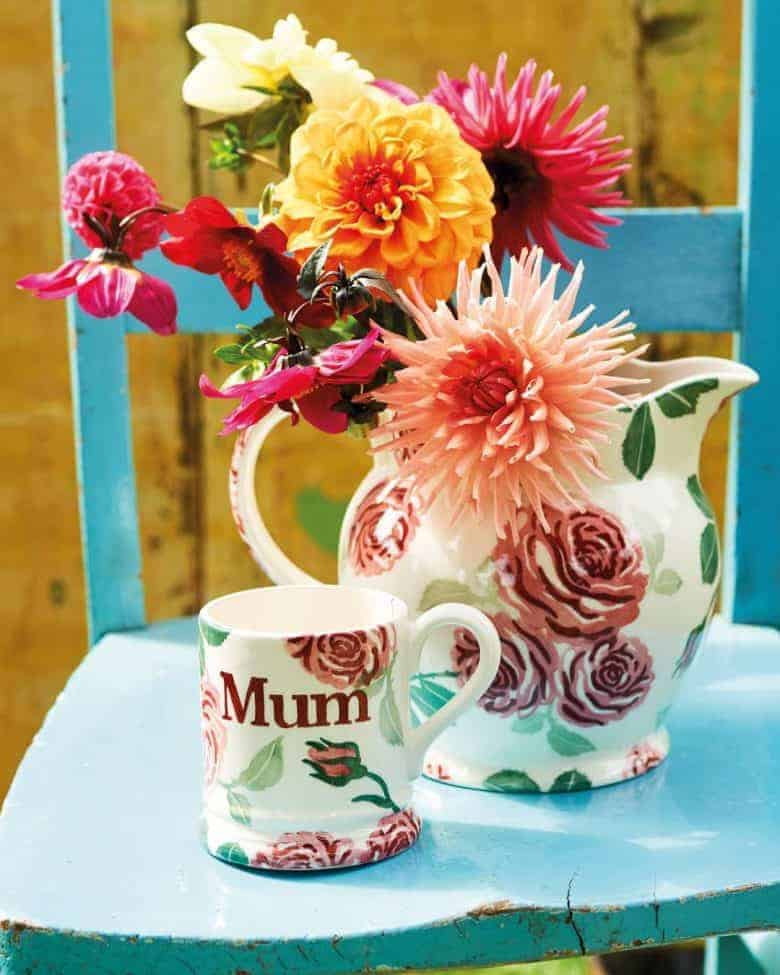 pink roses mug with mum personalised and jug vase click through to buy our pick of the most beautiful designs, all beautifully made in britain #emmabridgewater #pottery #roses #pink #mug #mum #frombritainwithlove