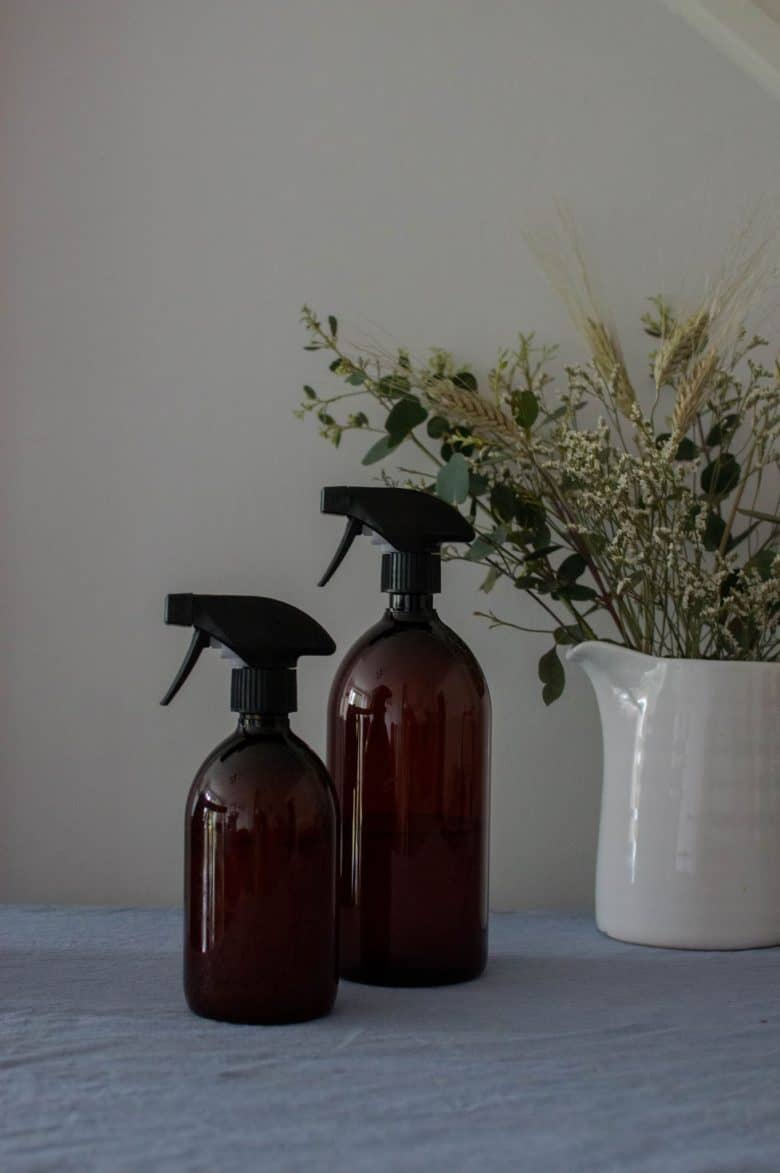 homemade natural vinegar and lavender glass cleaner DIY recipe