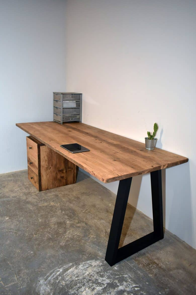 reclaimed wooden desk black trapezium legs rustic wood industrial eco style #reclaimed #wood #desk #rustic #eco