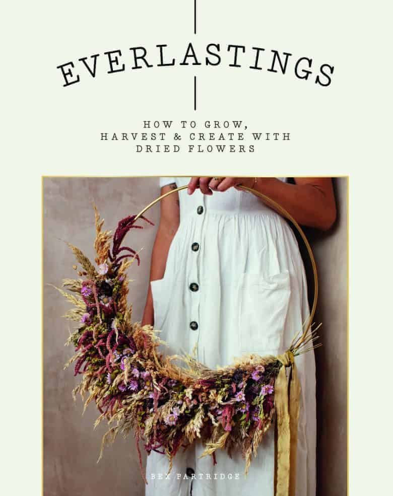 everlastings dried flower wreath book by bex partridge of botanical tales. Click through to get the book, as well as lots of creative ideas to try making yourself or buy ready made #dried #flowers #everlastings