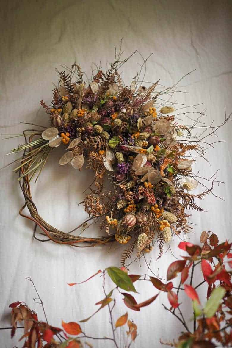 autumnal dried flower wreath by bex of botanical tales. Click through to find out where to buy one ready made by Bex, or to get lots of creative ideas for making a dried flower wreath yourself #dried #flowers #wreath