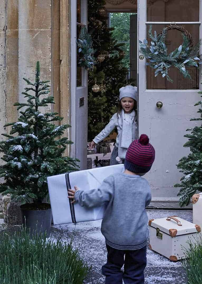 love this christmas wreath from The White Company - it's pre-lit with fairy lights and has frosted pine cones on a twisted wicker frame with on-trend asymmetric design. #christmas #wreath #frosted #fairylights #asymmetric
