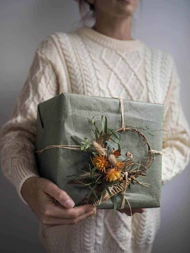 mini dried flower wreath gift wrap decoration by bex partridge of botanical tales. Click through to buy ready made from Bex's shop or to make your own with simple dried wreath making tutorial step by steps #dried #flowers #wreath #tutorial