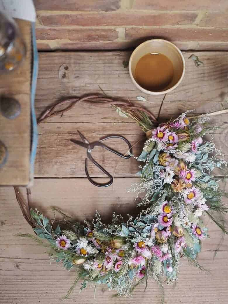 dried flower wreath in pink shades by bex of botanical tales. Click through to find out where to buy one ready made by Bex, or to get lots of creative ideas for making a dried flower wreath yourself #dried #flowers #wreath