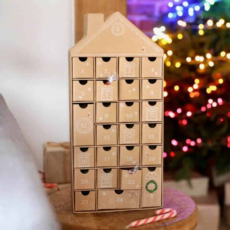 fill your own cardboard house advent calendar for your own chocolates, sweets or treats. diy advent calendars - our pick of the most beautiful advent calendar kits to enjoy making this Christmas and to love for years to come from etsy #advent #calendar #diy #frombritainwithlove #handmade