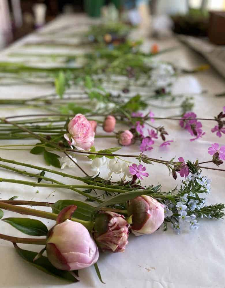 conditioning flowers for arranging peonies, seasonal english roses and british flowers #british #flowers #arranging #conditioning #peonies