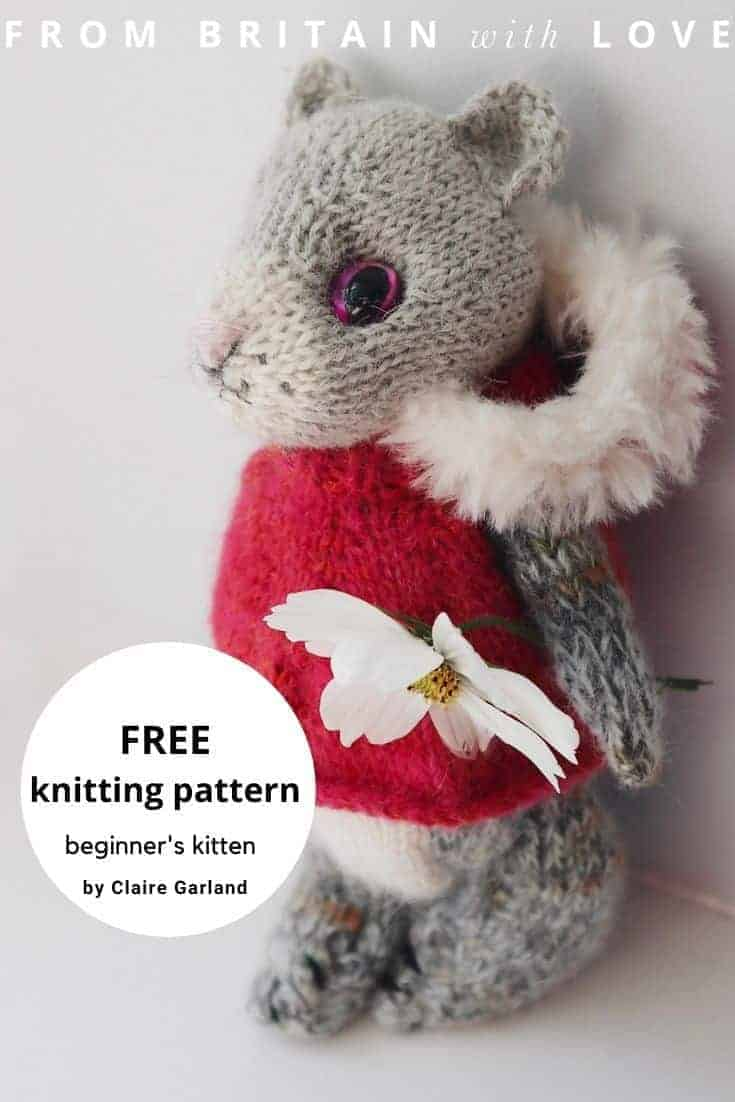 knit a kitten beginner's free easy knitting pattern by claire garland of dot pebbles knits. Download your free PDF pattern with simple step by steps and DIY tutorial #knittingpattern #free #kitten