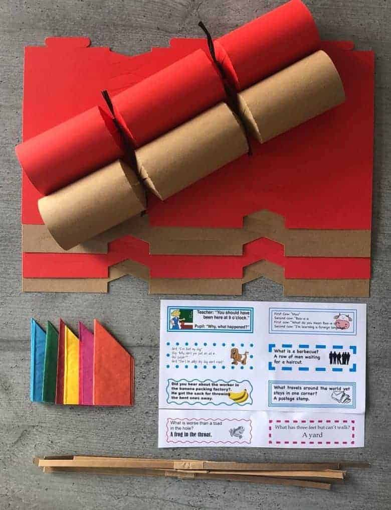 kraft and red christmas crackers diy fill your own kit #christmascrackers #kraft #fillyourown #diy #eco
