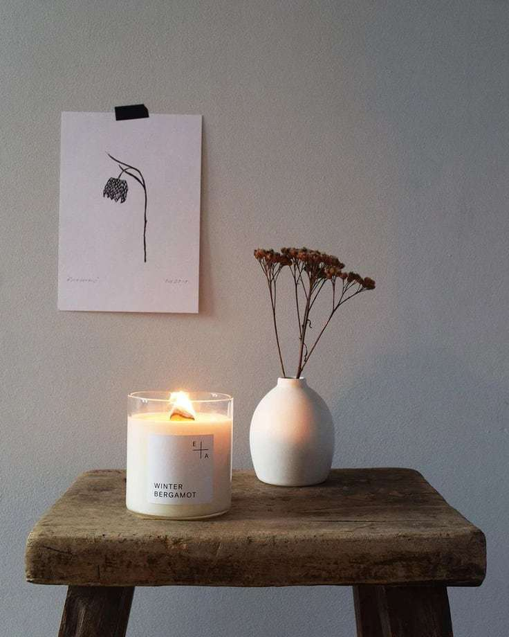 winter bergamot candle handmade in the UK spiced with clove and bergamot blossoms and wood wick to crackle and glow and made using 100% natural ingredients and pacakged in recycled cardboard box and reusable glass beaker #winter #christmas #candle