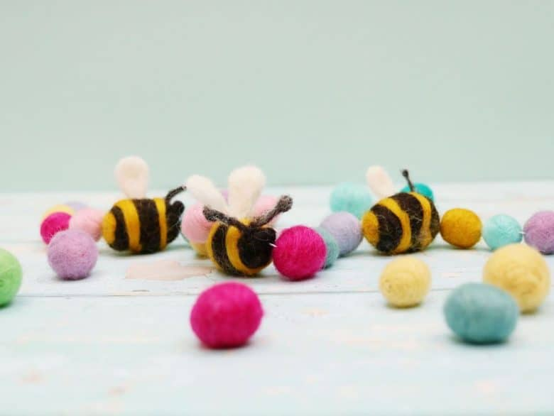 how to make a felted bumble bee