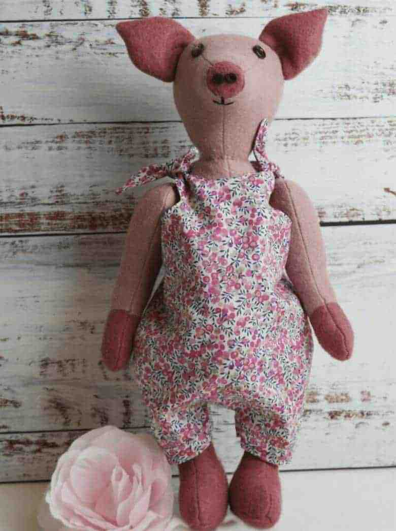 florence piglet sewing pattern kit by A Sewing Life available to buy on Etsy UK as a pattern or kit to make your own adorable little felt piglet #sewing #pattern #kit #piglet