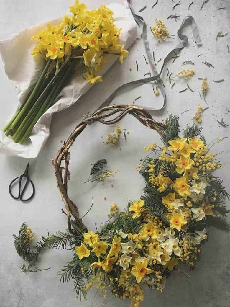spring flower wreath - a beautiful seasonal craft idea by Bex Partridge of Botanical Tales using foraged ingredients, seasonal and or dried flowers #spring #craft #wreath #seasonal #craft