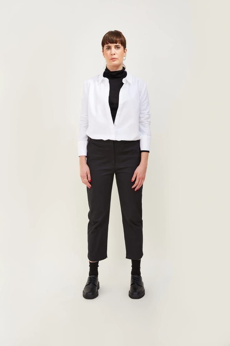 Love this longline white cotton oxford style shirt made in London and part of sustainable clothing collection by h.huna - a wardrobe of well considered key pieces that all work together perfectly to take you anywhere, in all seasons and that you'll wear for years #white #cotton #shirt #madeinbritain  #sustainable #clothing